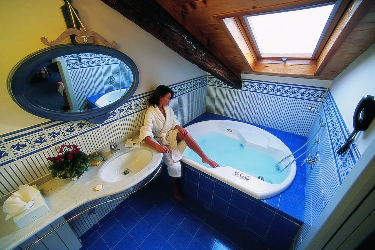 Junior Suite con Vasca Jacuzzi o doccia Sauna - Best Western Hotel ...
