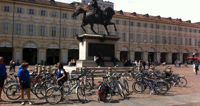 Discover the City of Turin riding a bike!